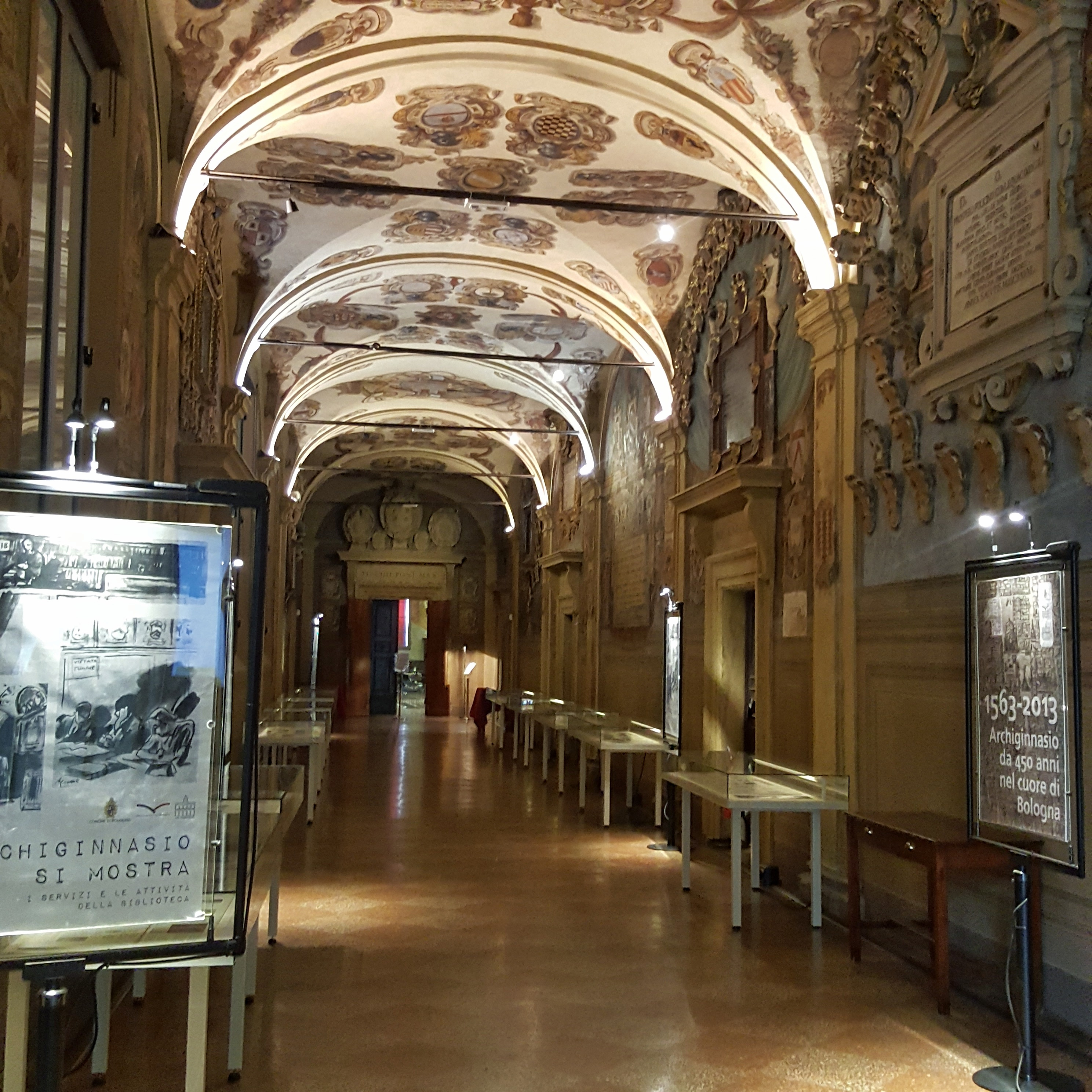 Biblioteka w Bolonii wnętrze